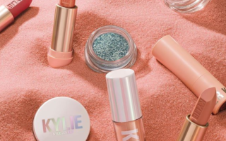 KYLIE COSMETICS UNDER THE SEA COLLECTION FOR SUMMER 2019 3 320x200 - KYLIE COSMETICS UNDER THE SEA COLLECTION FOR SUMMER 2019