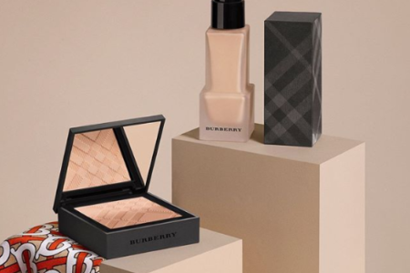 BURBERRY NEW MATTE GLOW FOUNDATION FOR FALL 2019 9 450x300 - BURBERRY NEW MATTE GLOW FOUNDATION FOR FALL 2019