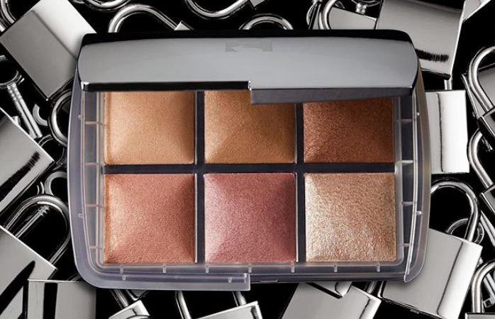 Hourglass Unlocked Ambient Lighting Palette 698x450 - HOURGLASS GHOST 2019 Christmas Holiday Collection