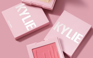 KYLIE COSMETICS SUNDAY BRUNCH KYLIGHTER PINK DREAMS BLUSH AVAILABLE NOW 1 320x200 - KYLIE COSMETICS SUNDAY BRUNCH KYLIGHTER & PINK DREAMS BLUSH AVAILABLE NOW