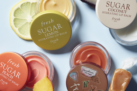 FRESH BEAUTY LIMITED EDITION SUGAR CARAMEL HYDRATING LIP BALM 1 450x300 - FRESH BEAUTY LIMITED-EDITION SUGAR CARAMEL HYDRATING LIP BALM
